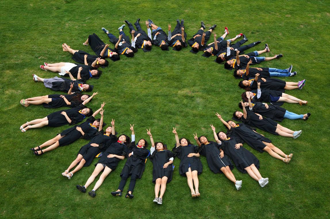 毕业季,晶彩影像班级创意合影跟拍,告别传统呆板毕业照!